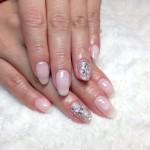 乳白色nail